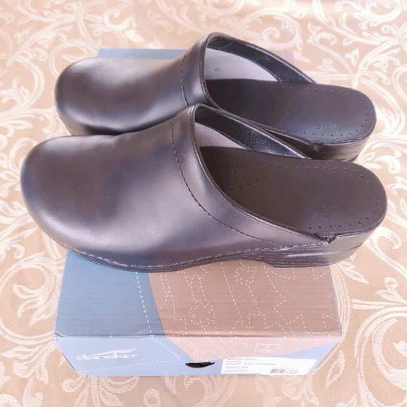 cdec8fb8552 Dansko Sonja Box Leather Black Size 39